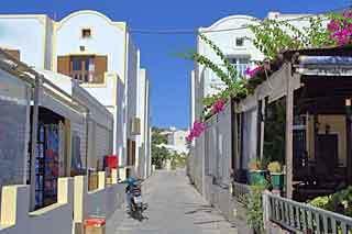kamari_street