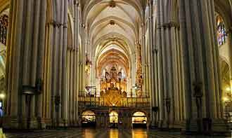 inside_cathedral_toledo