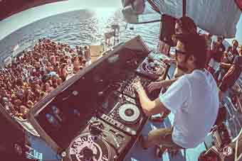 dimensions_boatparty