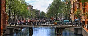 περιηγήσεις στα κανάλια του Άμστερνταμ