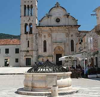 hvar_town_square