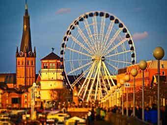 Düsseldorf Fun Fair on the Rhine