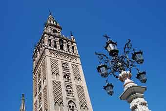 Věž Giralda v Seville
