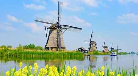 kanalai ir vėjo malūnai Roterdamas
